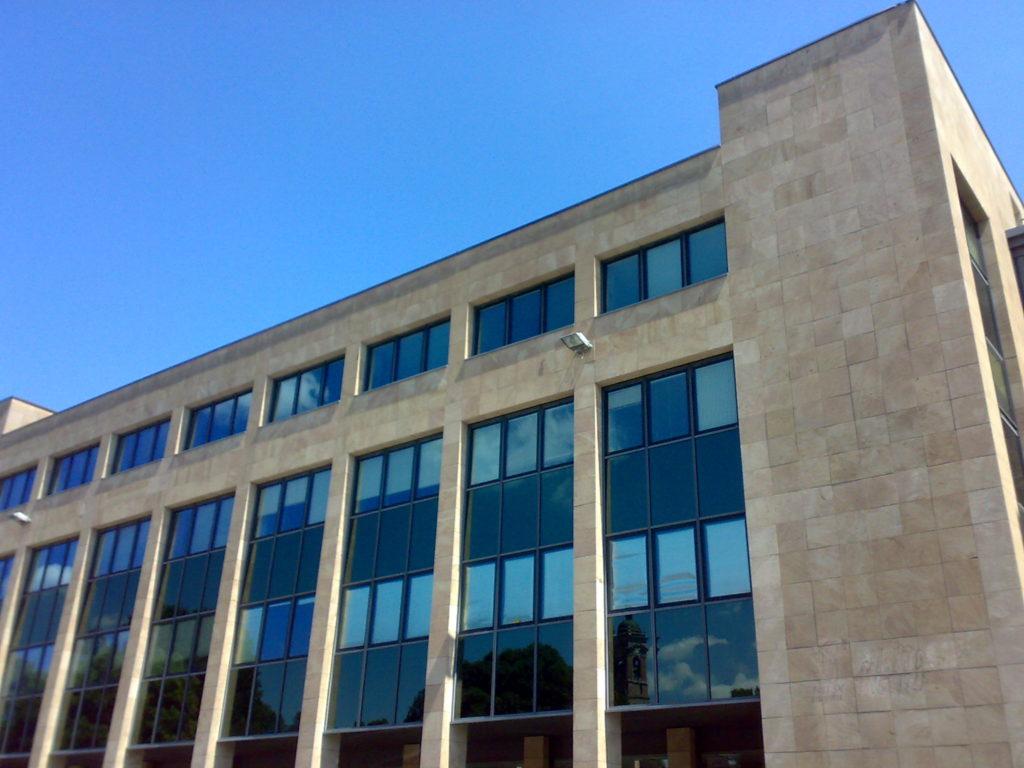 La sede amministrativa, vista da Piazza Cambiaghi